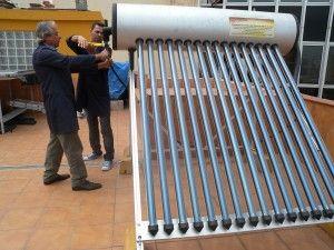 Alumnos en nuestra área de prácticas en una instalación Solar Térmica