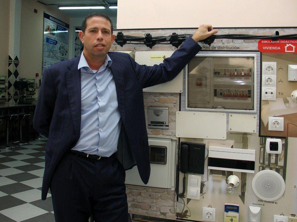 Cristóbal Castro, Director General de Instituto Focan en un aula taller de los Ciclos de FP